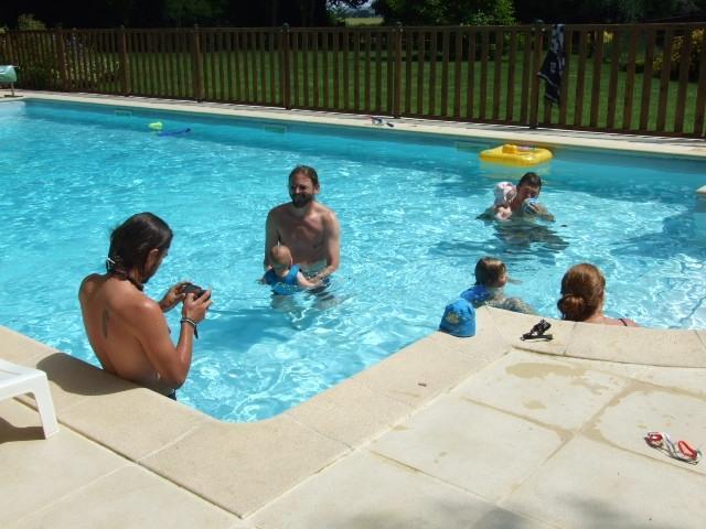 Una piscina riscaldata di sicura per i bambini
