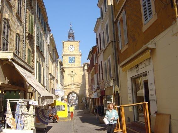 La rue de l'Horloge, centre ancien de SALON DE PROVENCE