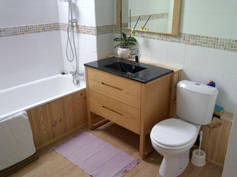 Chevrefeuille main bathroom