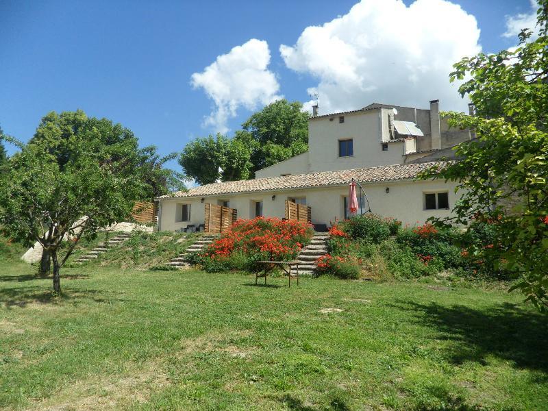 Les Ânes de Forcalquier - Chambre Lure, location de vacances à Niozelles