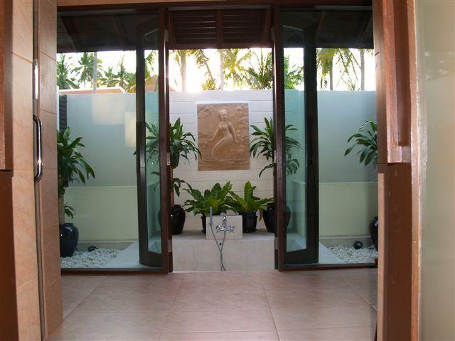 En suite bathroom with outdoor bathtub