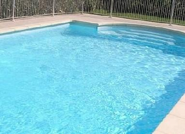 Lovely private, fenced, swimming pool - ideal for children