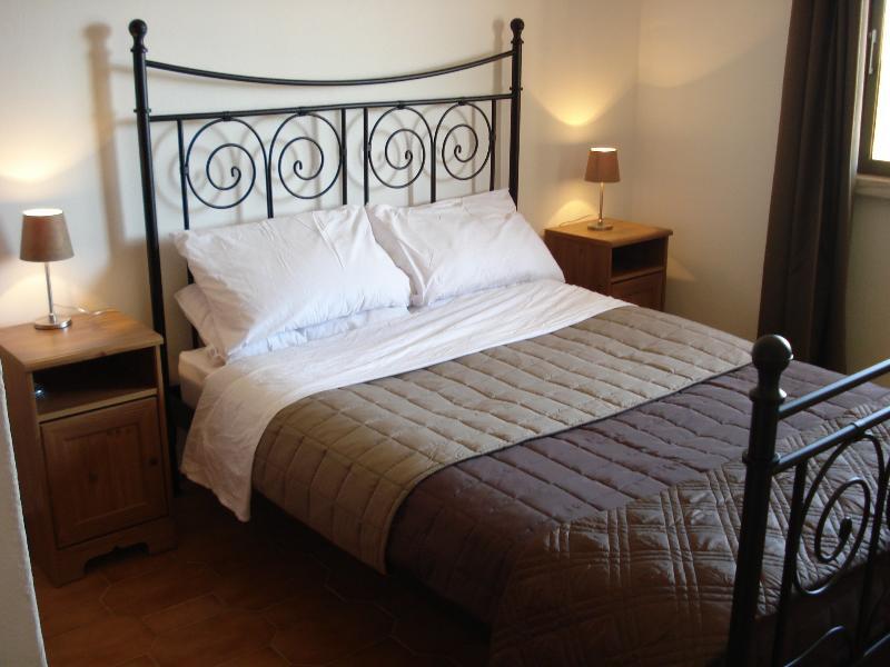 Camera da letto moderna arredata master