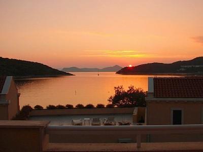 4 Star Villa CLIO with stunning sea view!, location de vacances à Sipanska Luka