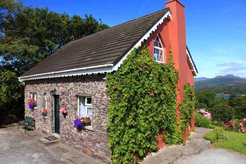 Charming Fuchsia Cottage, Kenmare, Co. Kerry, aluguéis de temporada em Kenmare
