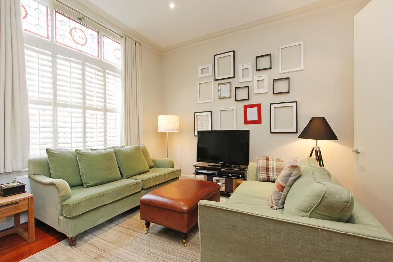 Your Place in Little Venice is a stunning apartment near Paddington, vacation rental in London