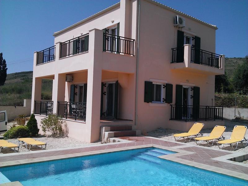Villa Fengaraki, 4 bedrooms 350mtr from the beach, location de vacances à Atheras