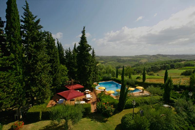 Mimosa - Charming-elegant 1 bedroom apartment in tuscan villa with pool and park, vacation rental in Lucardo