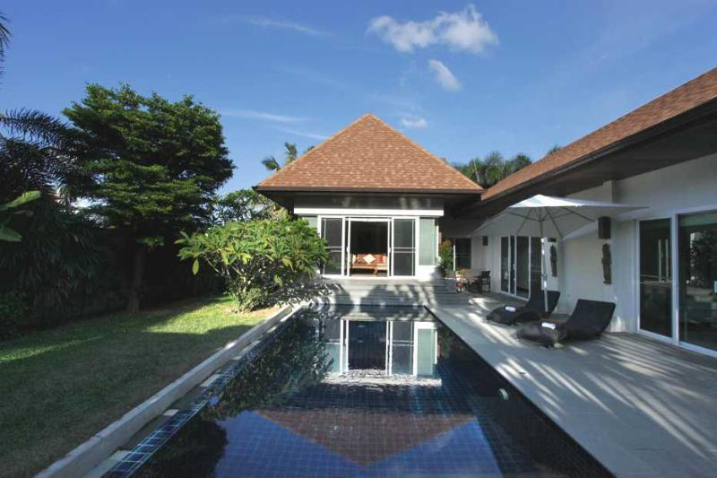 3 bedroom villa with private swimming pool and large garden