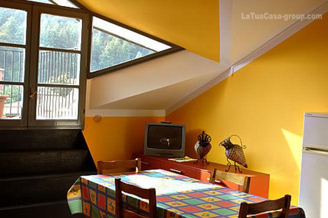 Apartments Cortile Medievale A5 in center Cannobio, holiday rental in Cannobio