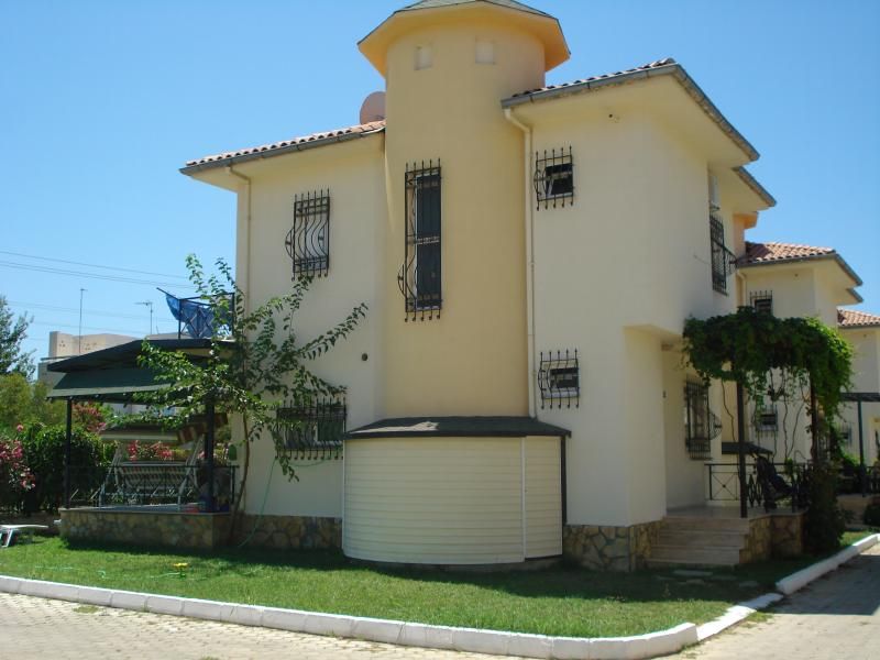 Detached 3 Bedroom Villa  On Beach Front Complex., holiday rental in Kusadasi
