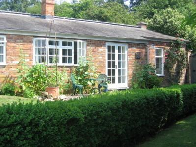 The Walled Garden Holiday Cottage, Rutland, holiday rental in Uppingham