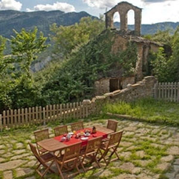 Terraza de uso exclusivo para la casa, ideal para tomar el aperitivo mientras se acaban las brasas