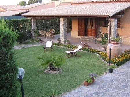 Villa to Km 9 from Cefalu, holiday rental in Campofelice di Roccella