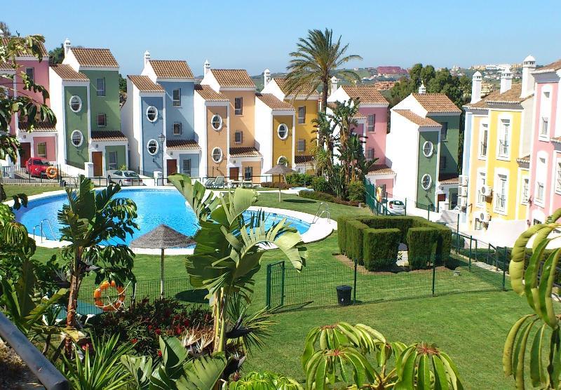 Haus, Pool und Garten