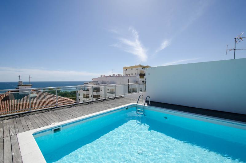 Prime location just a few meters from Praia da Rocha beach, views over the Beach, Marina and estuary