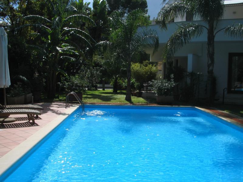 villa con piscina ad uso esclusivo