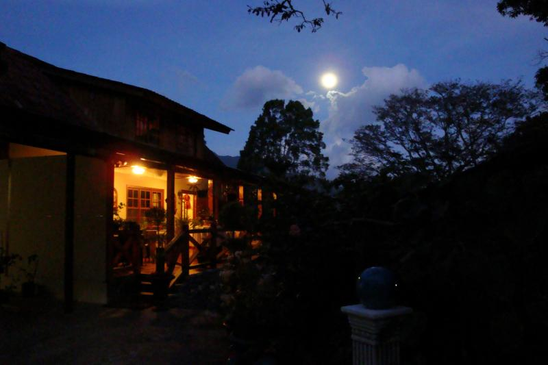 Full Moon at Jardin Encantado
