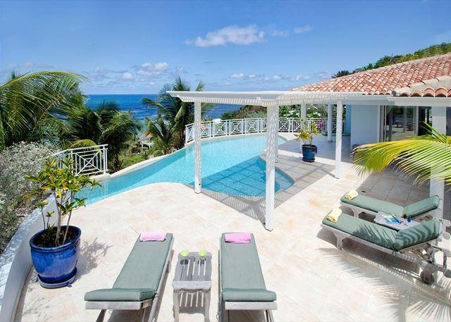 Freeform private pool