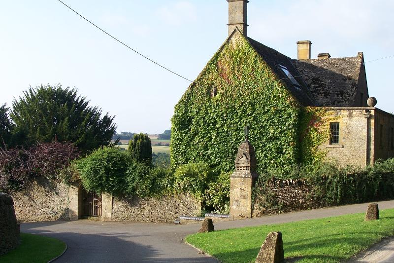 Entrance to Luckley Farm