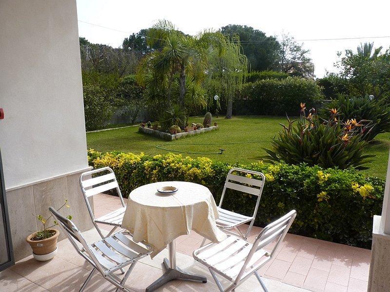 veranda sul giardino - veranda overlooking the garden