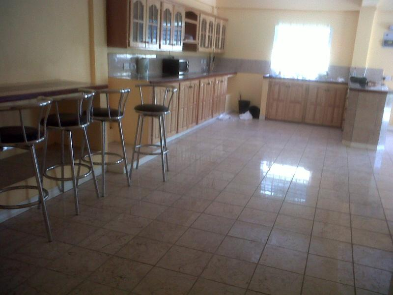 pool side appartment kitchen,,diiinnnneerrrr just goes onnn..space