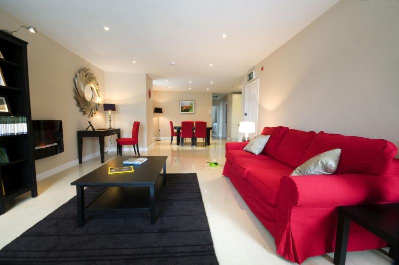 John R's Apartments (Red Door), holiday rental in Listowel