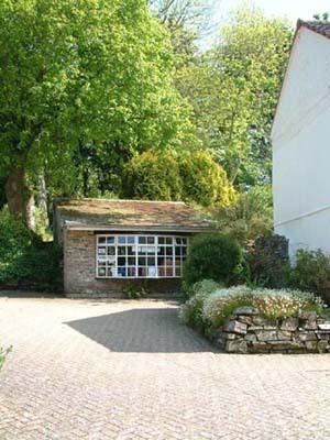 Around summercourt - Information room