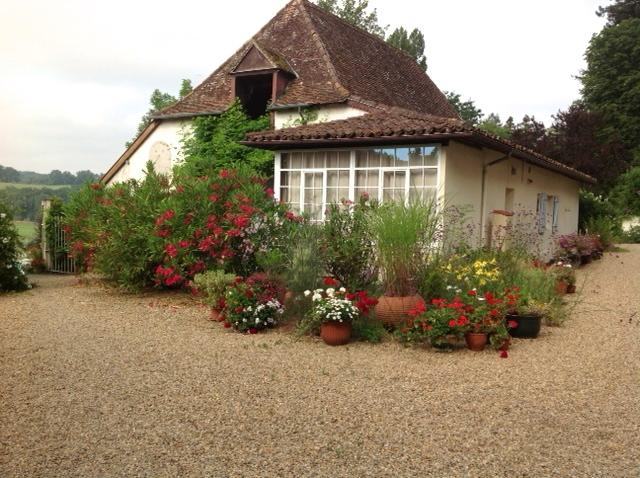 Courtyard Cottage - surrounded by flowering oleander, perfect for a family of 4, holiday rental in Biron