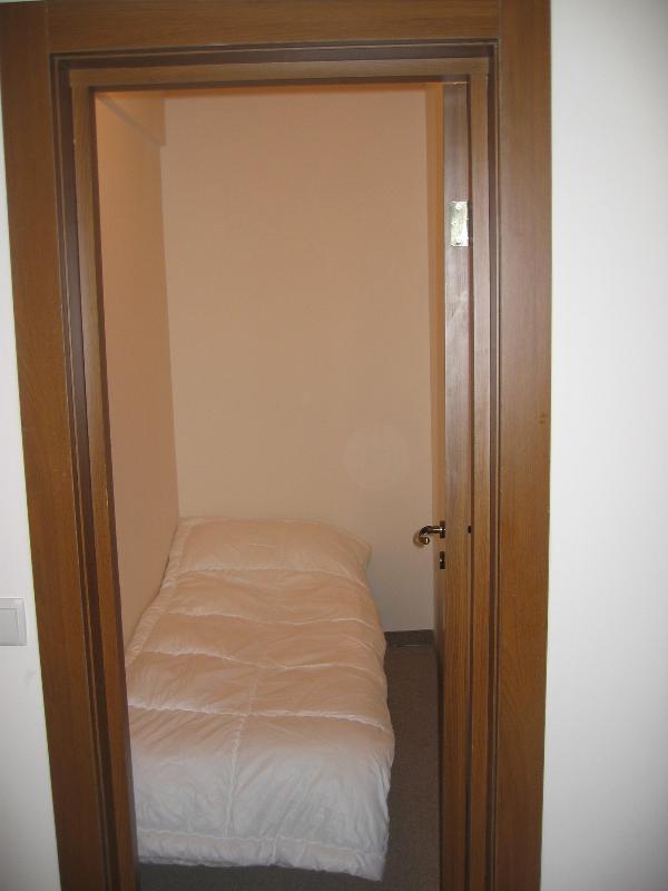 La sala de caja puede dormir un adulto o un niño en la cama muy cómoda de 'Z'