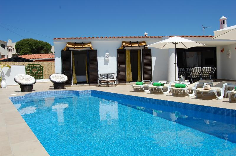 Villa 2, cozy in fantastic location on Oura beach, Albufeira, vacation rental in Albufeira