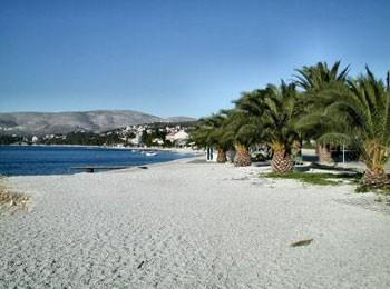 Main pebble beach beach Okrug Gornji