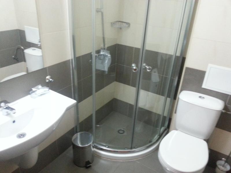 Una buena ducha con agua caliente abundante invita después de un duro día en las pistas.