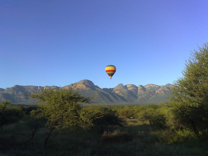 Hete luchtballon Over de boedel Blyde Wildlife