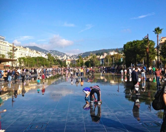 The mirrored pavements of the Promenade du Paillon