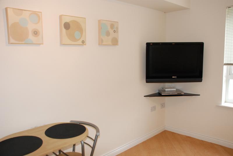 Flatscreen TV and dining area