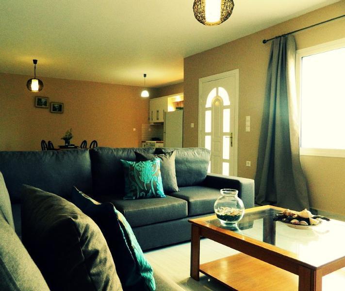 Elegant Apertment in Kastelia - Amoopi, holiday rental in Kira Panagia