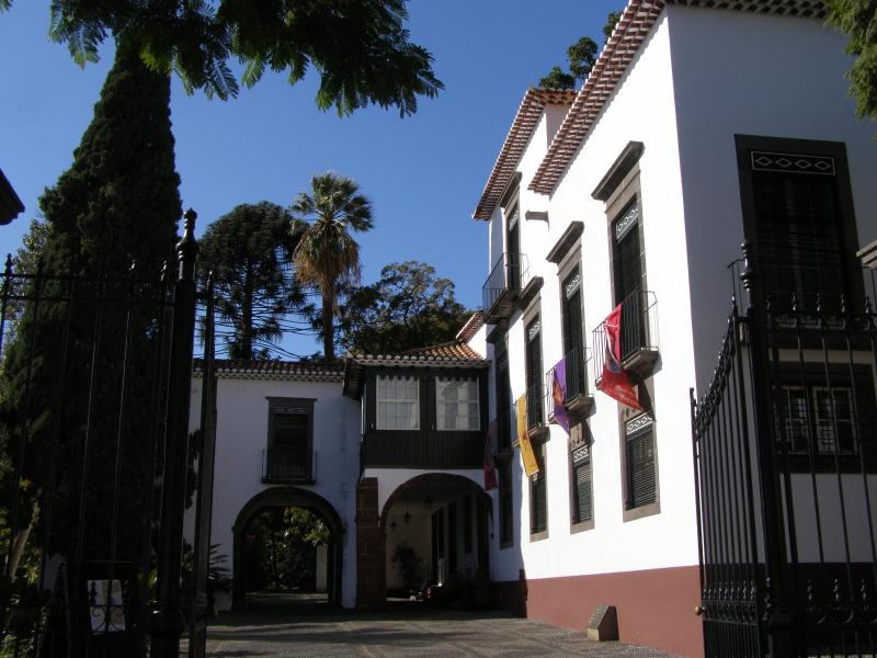 Quinta das Cruzes museum & gardens are located a few minutes walk down the road from your apartment