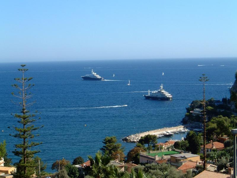Sea view Garden Apartment with private terrace . Pool access., vacation rental in Monaco-Ville