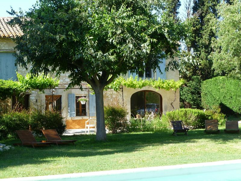 Mas en Provence avec piscine, vacation rental in Molleges