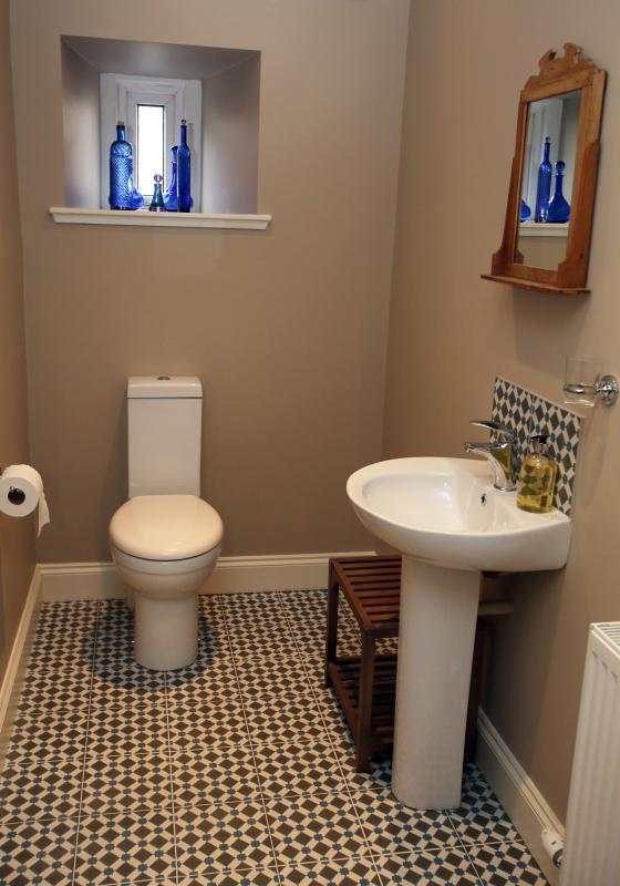 Nuestro lujo-cuarto de baño con gran ducha y calefacción por suelo radiante.