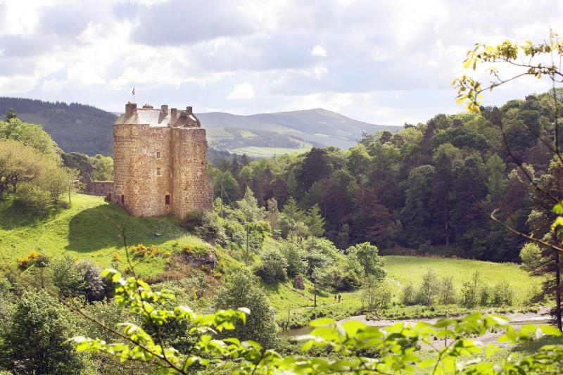 Ellas Neidpath Castle fuera de Peebles