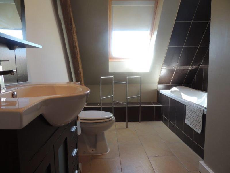 Casa de banho com banheira/duche