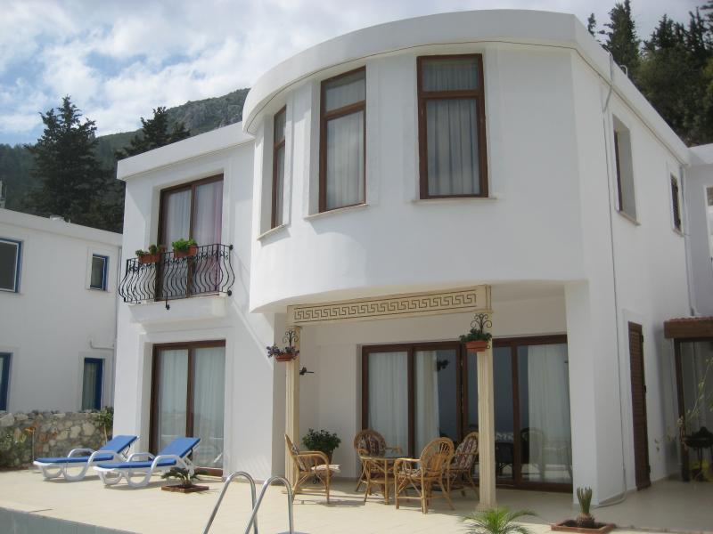 villa frontside