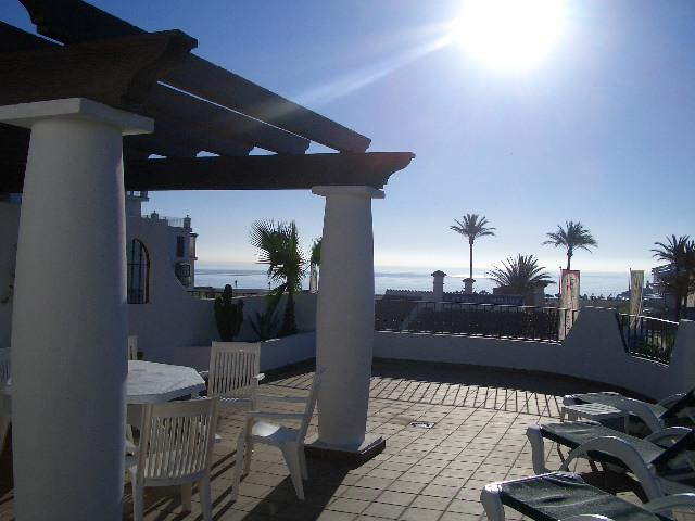 Mikonos Playa Beach Front 50m from Duquesa Marina, holiday rental in Pueblo Nuevo de Guadiaro