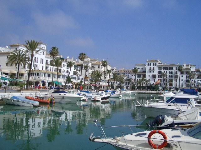 A view of Duquesa marina.