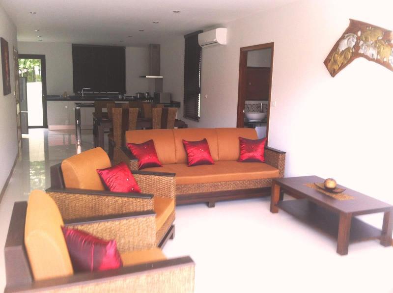 La lounge con connessione Internet wi fi, TV a schermo piatto, tv satellitare, stereo ecc.
