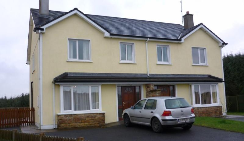 Barr na Trimóige, Kilkelly, Co. Mayo, 3 bed modern house wth parking and patio., location de vacances à Claremorris