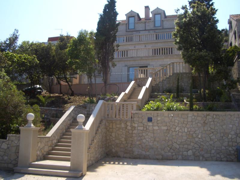Villa Jade, front row to the sea & 15 mins walk to Historic Korcula Town