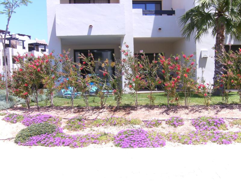 zona de doble patio con zona de jardín privado